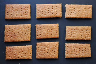 Raising Locavores: Whole Grain Graham Crackers